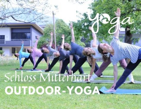 Outdoor Yoga Schloss Mitterhart